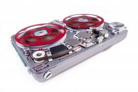 wide_shot_reel_reel_audio_tape_recorder_spinning_reels_cg9p6013550c_th.jpg